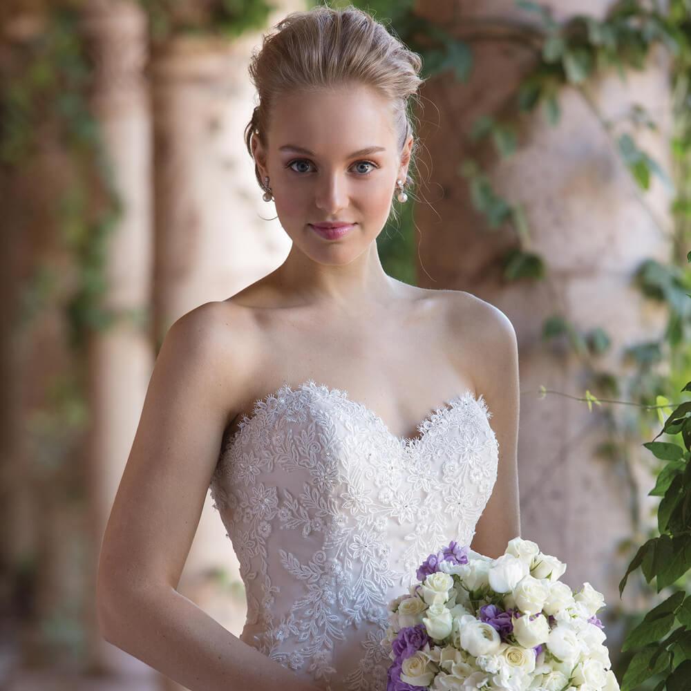 Brautkleid mit Perlen - weddix