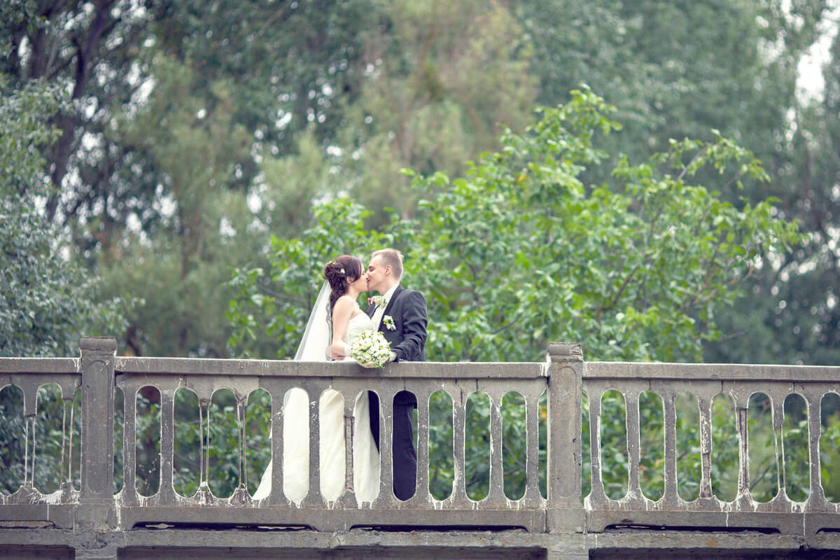 iStock_000035805692_XXXLarge.jpg (Happy bride and groom at a wedding a...