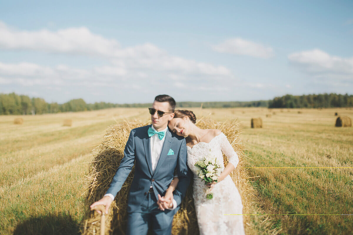 iStock_000076848737_Lsaett-heller.jpg (bride and groom in the field)