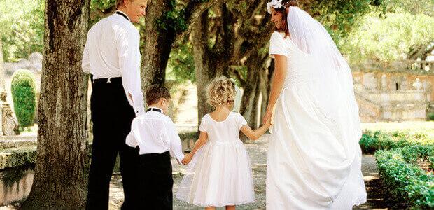 ... für die Hochzeitseinladung vom Brautpaar mit Kind - weddix