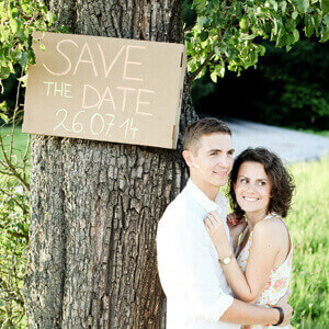 save-the-date-paar-schild