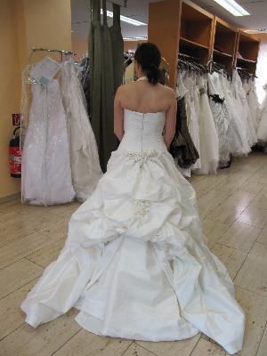 Brautkleid mit schleppe hochstecken